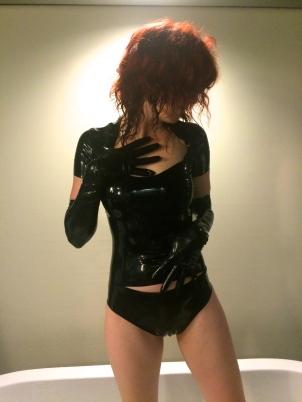 Toronto Mistress Isobel Latex